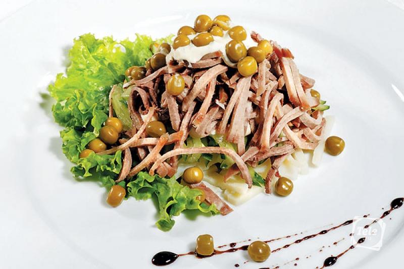 В качестве заправки легко может использоваться майонез, сметана и прочие соусы в зависимости от конкретного рецепта и вкусовых предпочтений кулинара.