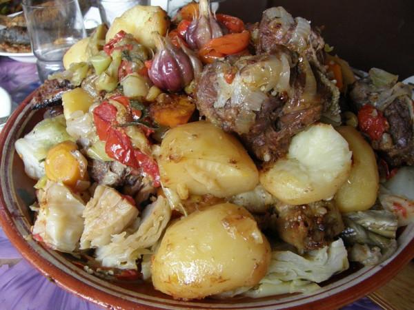 Басма, или тушеное в казанке мясо с овощами главное, чтобы было максимально герметично